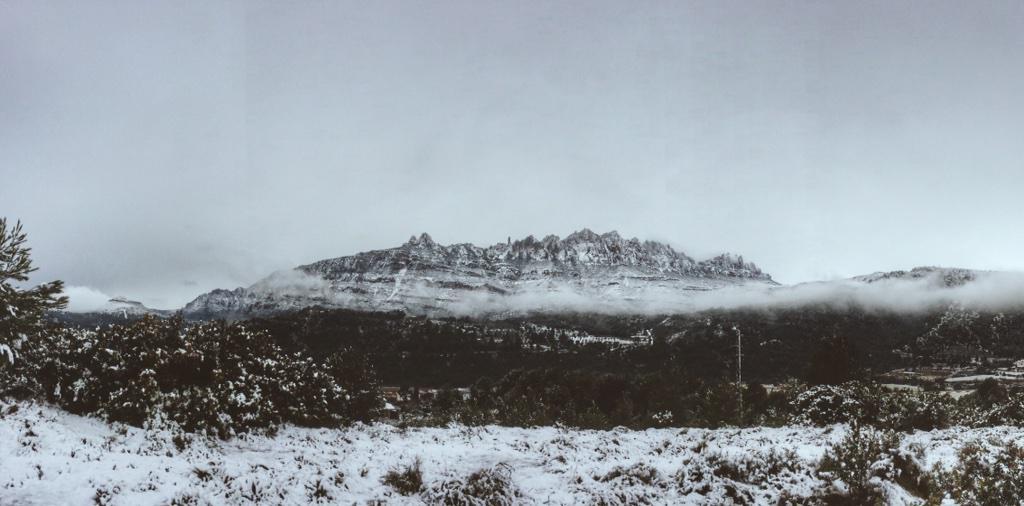 Escampen les boires i ja es veu la muntanya #aiquemacu #Montserrat #neuelpaiscat #neurac1 http://t.co/apKq3uQStU
