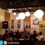 Forum Gelombang Baru Budaya Pop Ipoh di Thumbs Cafe semalam bagi hari ketiga #IpohKreative. http://t.co/Q0Nqpxknky