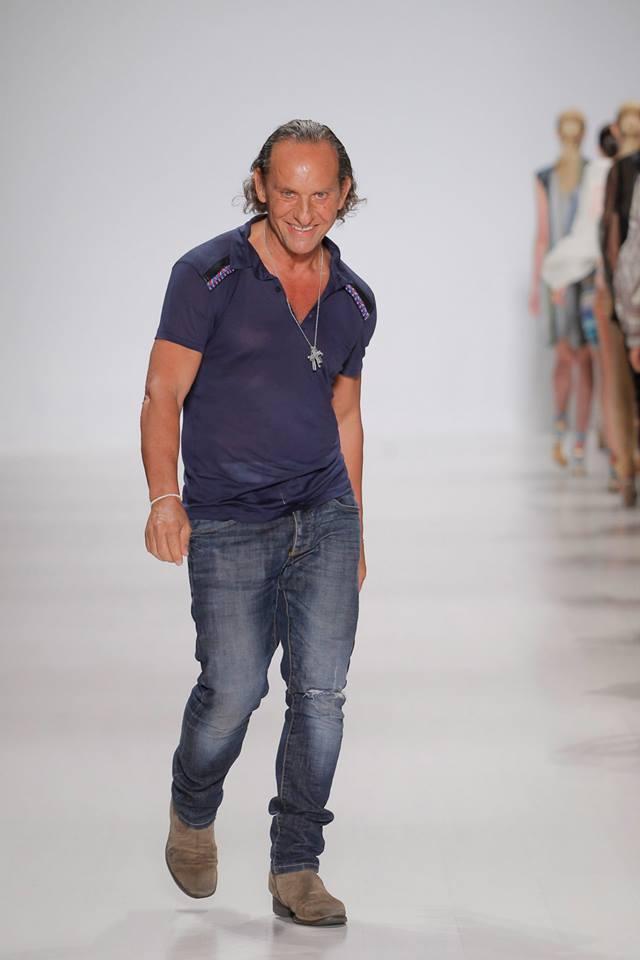 """""""Moda es lo que te hace salir a comprar cuando tienes lleno el armario""""#TwitterFashionWeek http://t.co/HOVocLO3hx"""