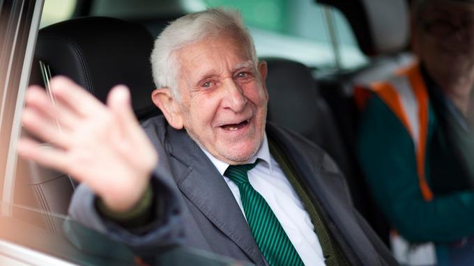 What a hero. Late 'Great escape' D-Day vet Bernard Jordan leaves estate of £600,000 to @RNLI http://t.co/pPVddKFREk http://t.co/0hhCG3bXF6
