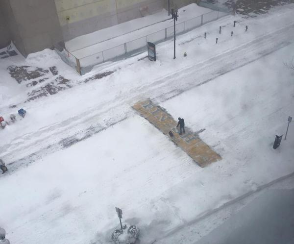 Powerful: Someone shoveled off the Boston Marathon finish line on Boylston Street. (h/t @SBNation, @PhillyIdol1017) http://t.co/wIuGLteSAH