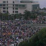 """@z101digital: Miles se manifiestan en el Congreso a favor de reelección http://t.co/i5AmsricxC http://t.co/acCAKQJIqO"" @ManuelCastillo5 #4+"