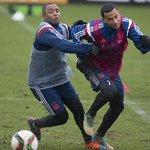Waterballet bij training #Ajax. Verslag en foto's staan online: http://t.co/uPnQNHdfhD