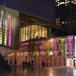 De verlichting is altijd erg kleurrijk bij @deDoelen tijdens het International Film Festival #iffr #Rotterdam http://t.co/AEE6ZpJkxB