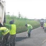 @ObrasPublicasEc en labores de mantenimiento de la vía #ElGuabo #RíoBonito @pcarvajal78 @GoberElOro http://t.co/B56MxewMw2