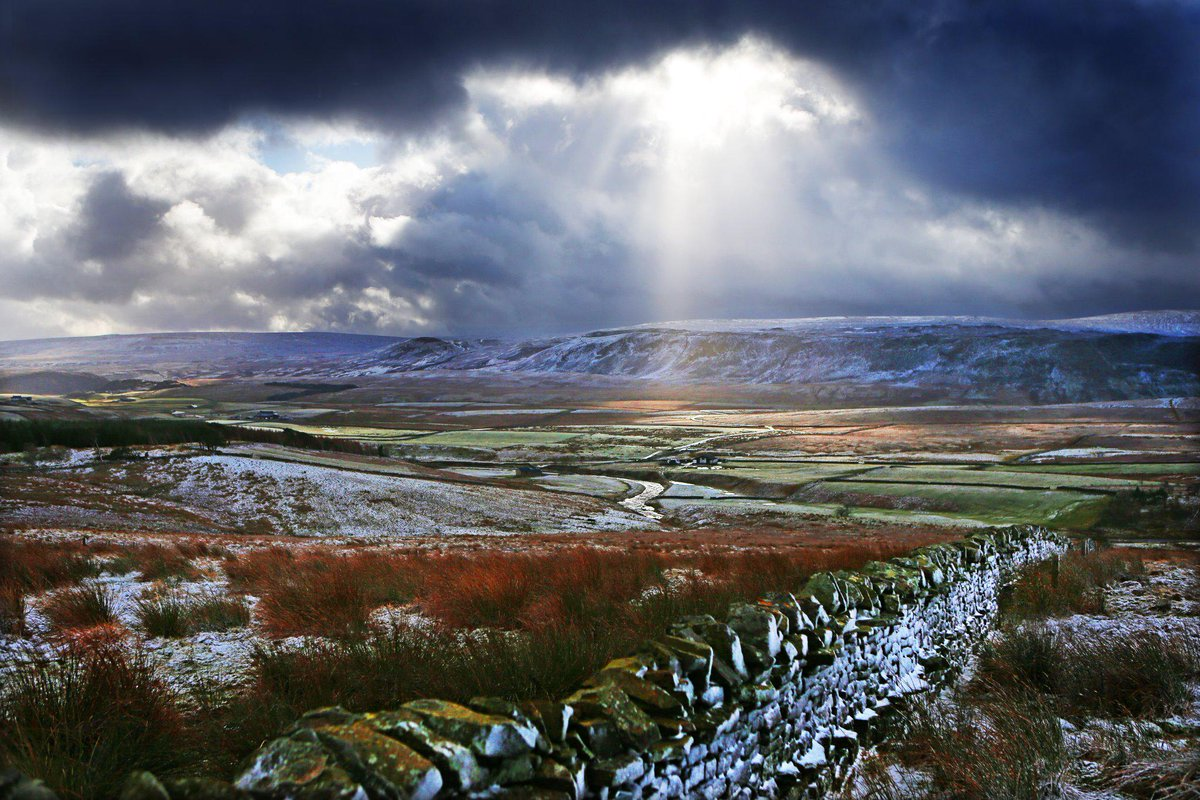 Whatever the weather, we live in a beautiful part of the world. Stunning view of Upper Teesdale by Sarah Caldecott. http://t.co/fSgMi6Flqh