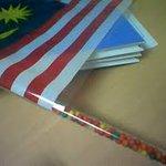 Dulu motif beli bendera ni bukan sbb bendera, sbb gula2 yg banyak dalam batang bendera tu hahaha 😂 http://t.co/6NKTHPBSQJ