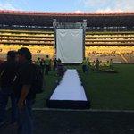 Ya en el estadio Monumental, por aquí desfilarán todos los jugadores de #BSC. #AmarilloHastaLasMismas http://t.co/YqBKBQFbwH
