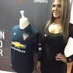 Esta es la camiseta de @LDU_Oficial para la @SudamericanaCSF 2015. #NocheBlancaEnLaRed http://t.co/B1AUVEFvXH