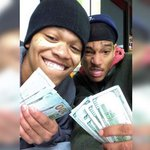 #Busted!  Suspected iPad thieves arrested when #selfies appear on owners iCloud http://t.co/BzNwtsZTDg #oops http://t.co/wBL6v2Ml5S