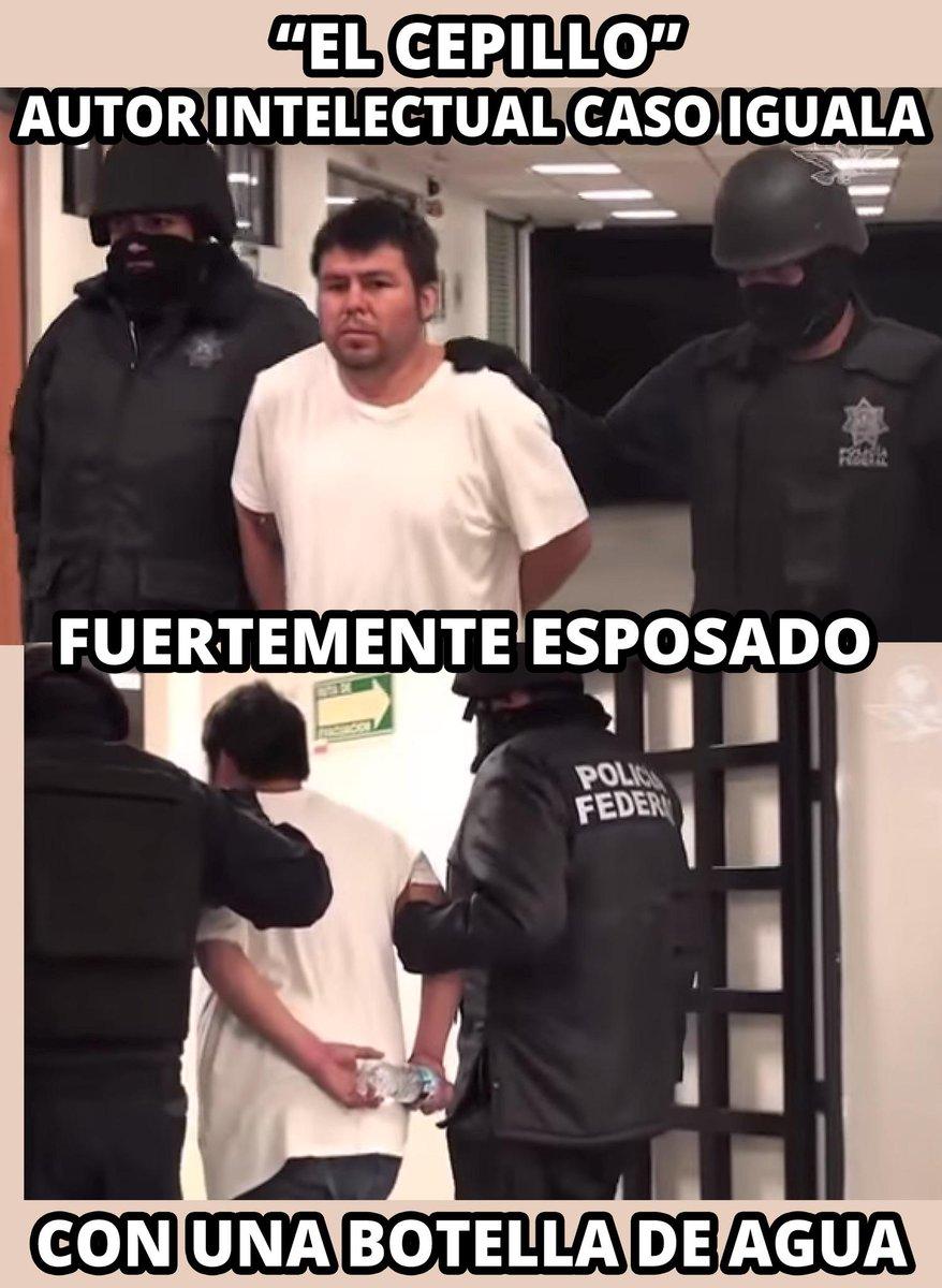 """Hey Murillo Karam puedes explicar por qué al chivo expiatorio """"El Cepillo"""" lo llevan así #EPNnoTeHagasMenso http://t.co/Z6nqFYpTxS"""