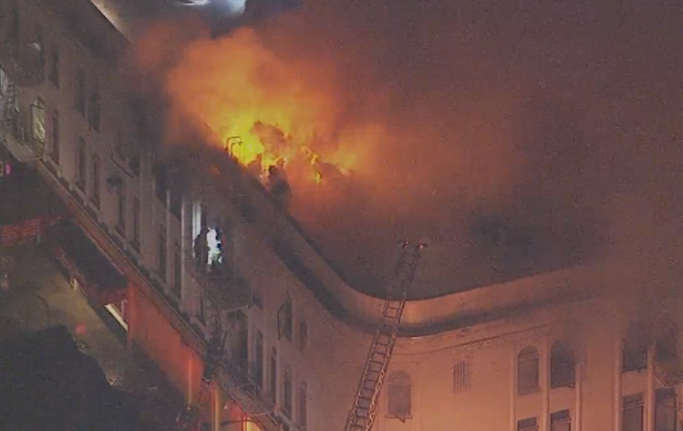 Very sad. Mission Market Bldg., Mission/22nd, fire right now http://t.co/RaZRGUfWdm
