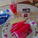 Es lilin buah naga khas @banyuwangi_kab rokok dan teh botol.. kaian pilih mana? @KepoBanyuwangi ? http://t.co/mFGij5OUtV