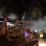 Sajonia. Un Mercedes chocó un 27 a la mitad y explotó con toda la gente adentro. Foto de @marcobogarin http://t.co/1x4HVlig9E