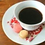 【これはスゴイ】 インスタントコーヒーが10倍美味しくなる淹れ方 http://t.co/qdQqHZcvRC 熱湯を注ぐ前に「水」で粉を溶くだけ。香りも味も全然違うのでお試しあれ。 http://t.co/BbWJKLF7ft