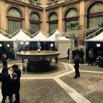 Nel cortile di Montecitorio ha appena aperto il circo mediatico: tutti sperano di entrare nella sua pista #quirinale http://t.co/yubzYE4SWh