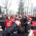 09.30 Bilecikte metal işçilerinin grev coşkusu #MetalİscisiGrevde #MetaldeGrevVar http://t.co/QILwcaqmy3 http://t.co/jkbfWzvJhs