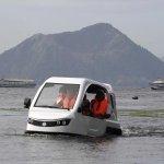 スライドショー:本日のおすすめ30枚 ──写真はマニラの湖をテスト走行する、災害救助にも対応可能な水陸両用車「サラマンダー」 http://t.co/4jur6WRdOI http://t.co/4M8ntlQvKc