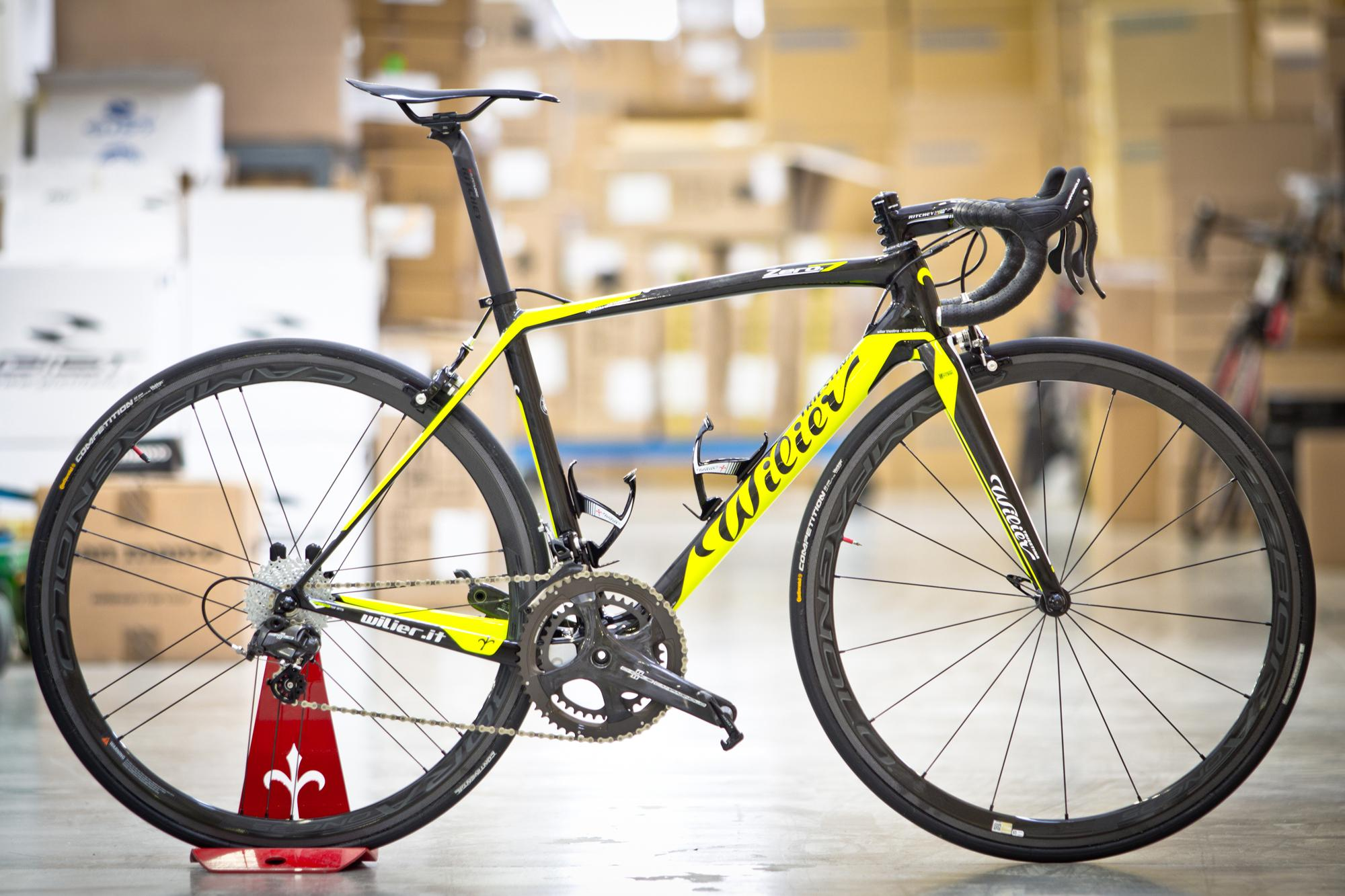 6.6 kg bike! Just a Zero.7 with full @campagnolosrl Chorus and Bora35 #lovemywilier #superbike #wilier http://t.co/vA9qQxe6V6