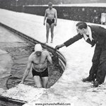 Dealing with the #sheffieldsnow 1960s-style: swimmers at Millhouses Pool with hot water bottle! http://t.co/dFQ6opTDdc