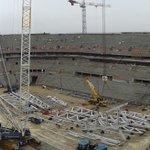 Chantier Grand Stade. Des grues mais bientôt l@OL et de grands concerts. Inauguration prévue autour du 8/12/15 #Lyon http://t.co/NIjJjXS1fl