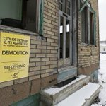 Squatters complicate Detroits plan to bulldoze thousands of vacant homes http://t.co/zLE0XfYoAb http://t.co/2C07t0TdKb