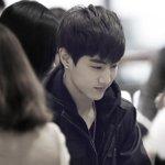 150114 김포공항 출국 #마크 #GOT7 #Mark :: 저 멀리서 걸어오는데 살포시 웃고있는 모습이 귀요운거다 힛~ http://t.co/2jfn3QhKFW http://t.co/0ViCtWU8xb