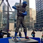 """Absolutely wonderful. """"@Royals: #Royals staff delivers a KC Monarchs cap to Ernie Banks statue on display in Chicago"""" http://t.co/SJoXh1zNyb"""