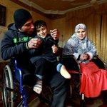 #صورة من #غزة ..المواطن وائل النملة وزوجته اسراء وطفلهما . عائلة بأكملها فقدت اطرافها بقصف صهيوني http://t.co/qEQSiLFyhb