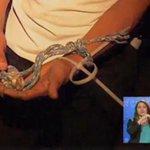 #PAÍS Un hombre se liberó de secuestradores y logró capturarlos en #Guayaquil. http://t.co/N4VnOlteO2 http://t.co/UpEFoPKUcs