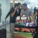 @RadioHuancavilk [FOTO] Brahian Alemán saliendo del Aeropuerto. Llegó el volante de @BarcelonaSCweb http://t.co/ePFsmfSPWf