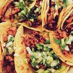#SoyTanRomanticoQue la llevo a cenar tacos http://t.co/8UQZ6fSYd9