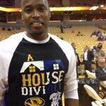 Former Mizzou great Melvin Booker with his homemade T-shirt for MU-Kentucky http://t.co/P1iekXFGXO