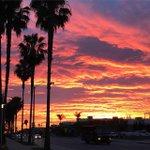Amazing sunset over Santa Monica tonight! #socal #sunsets #LA Photo Courtesy: @DjPickel http://t.co/iGlQn9kXuE