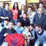 La Runa rompe el Txotx con los mejores deportistas navarros, encabezados por Patxi Puñal. http://t.co/o0wetPw8Oa