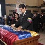 """""""@NituPerez: Leamsy Salazar confirma que en la urna de Chávez había era un muñeco de cera http://t.co/hvEBnHfZnX, #TROPA ABRE LOS OJOS"""