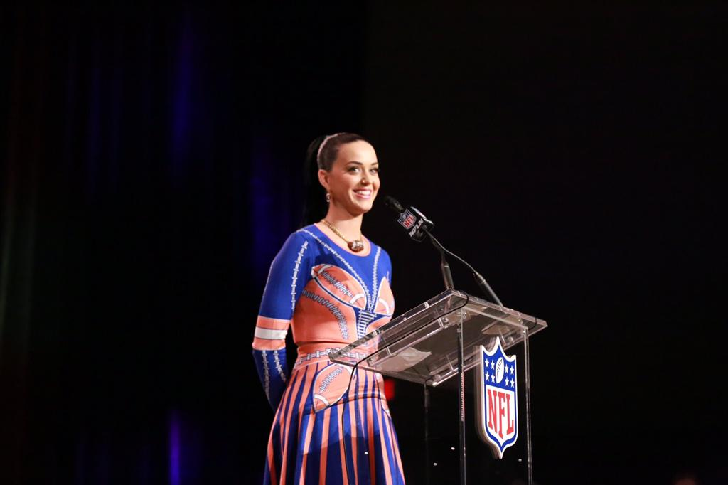It's official -- @katyperry said she's rooting for @DangeRussWilson and the @Seahawks this Sunday! #SB49 #XLIX http://t.co/UZxra2kgVx
