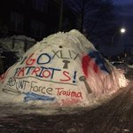 Even Bostons snow piles/mountains are getting excited for the Super Bowl! (pic @katiematthews_) http://t.co/06T0WemmOB