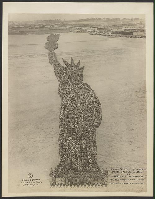 A human Statue of Liberty created with 18,000 officers and men at Camp Dodge, Des Moines Iowa circa 1917 #TBT http://t.co/URCgcnDnxw
