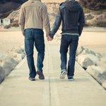 #SoyTanRomanticoQue No soltare tu mano aunque nos griten maricones. http://t.co/eQirDD28Z3