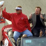 This weeks #TBT photo gallery looks at the #Bucs #SuperBowl parade in 2003.  PHOTOS: http://t.co/JqCrPu5w49 http://t.co/UMw2S8KwtJ