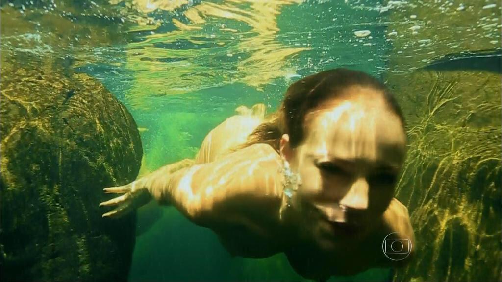 Seguindo o sucesso de ontem, mais uma pausa no futebol por motivos de: Paolla Oliveira nadando. http://t.co/o8XK0fB9ES