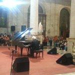 """Roberto Bravo despeina a público serenense: todos corean """"A la niña María"""" en la Catedral de @la_serena_chile http://t.co/5VK1jNDIYo"""