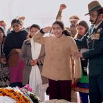 @DrGarekar @jbmahesani @ashimasingh99 @BDUTT @RDVinayak Indian brave heart v/s weak heart Japanese hostages wife ! http://t.co/kV905TGlZC
