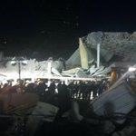 8:27 pm. Los trabajos de búsqueda y rescate continúan entre los escombros en el Hospital Materno Infantil Cuajimalpa. http://t.co/Mv61Bqihgz