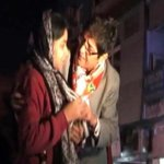 Kiran Bedi seen gifting necklaces, AAP alleges she bribed voters http://t.co/ZZE0HMAkdG http://t.co/rLk7WJ7aNI