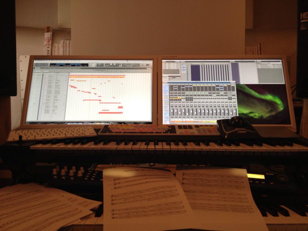 """楽曲は3月公開、KAGAYAスタジオさん制作、全天周プラネタリウム番組、ネイチャーリウム""""オーロラの調べ""""で公開されます。 http://t.co/TGR70kk7Fo これから楽曲のまとめ作業となります。 番組公開をお楽しみに! http://t.co/T01Y4AS5Pv"""