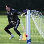 Difference between a goalkeeper in La Liga and the Premier League? @thibautcourtois answers... http://t.co/SUJKOMWf60 http://t.co/zZzg8EDY5t