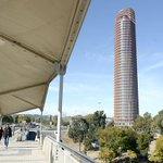 Caixabank quiere un nombre local para la torre Pelli http://t.co/y6v67pkGaT | #Sevillahoy | @JuanRubioEx http://t.co/ra3JIUFh08