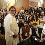 .@SrBachchan pic with students. #BigBCouching http://t.co/yzOWIrxRMT
